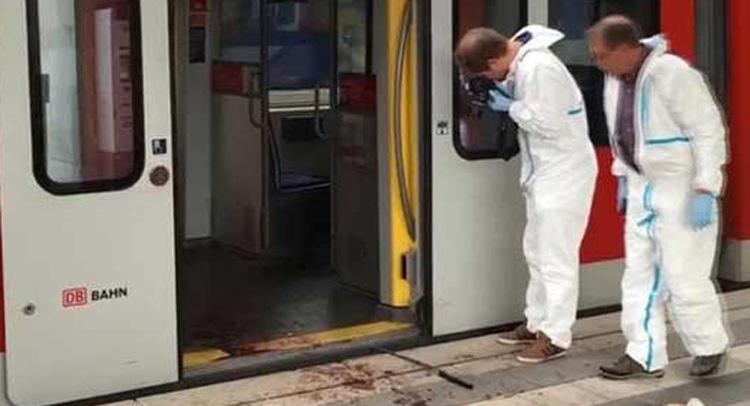 जर्मनी : ट्रेन में कुल्हाड़ी से यात्रियों पर किया हमला, आरोपी ढेर
