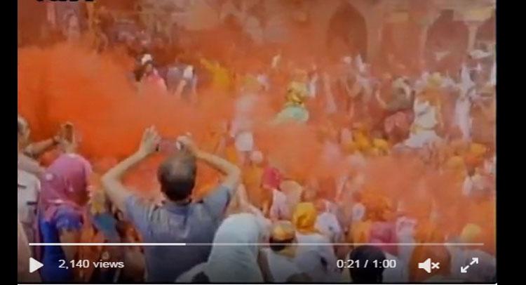 Video: होली के रंग में रंगा बरसाना, वीडियो में देखें ''लड्डू मार'' होली