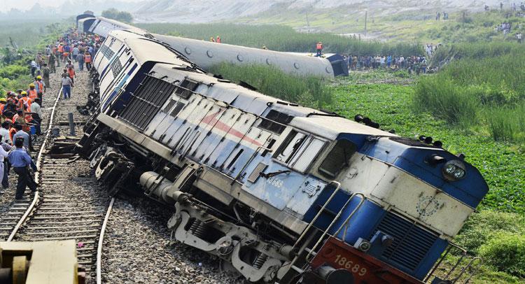 UP: वास्को डीगामा एक्सप्रेस दुर्घटना में रेलवे ने 3 अधिकारियों को किया निलंबित