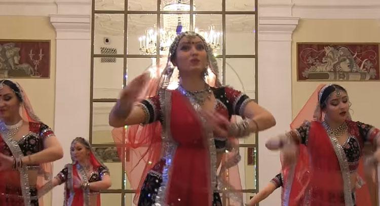 भारी विरोध के बाद भी विदेशो में वायरल हो रहा 'पद्मावती' का ये गाना, देखें  Video