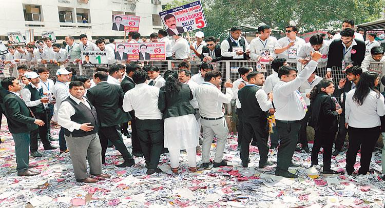 बवाल के बीच हुआ शाहदरा बार एसो. चुनाव , वकीलों में दिखा उत्साह