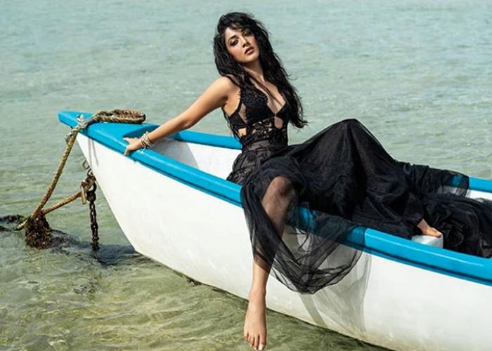 Kiara Advani ने करवाया hot beach फोटोशूट, यहां देखें तस्वीरें