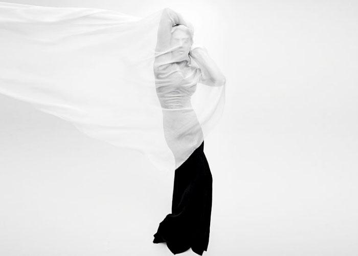 चादर में लिपटी प्रियंका चोपड़ा का ये नया फोटोशूट तेजी से हो रहा वायरल, देखें तस्वीरें