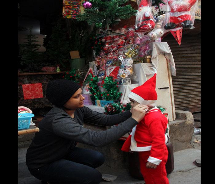 Pics में देखिए कैसे दिल्ली की गलियों में गूंजी 'jingle bell' की गूंज