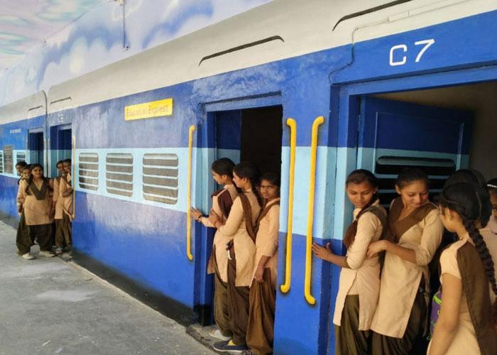 भारत का एक ऐसा स्कूल जहां ट्रेन की बोगियों में पढ़ते है बच्चे
