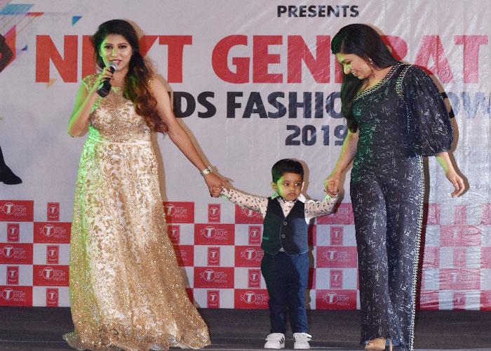 tulsi kumar noida film city kids fashion show