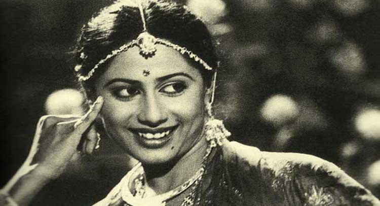 मौत के बाद अमिताभ के मेकअप आर्टिस्ट ने किया था स्मिता को तैयार