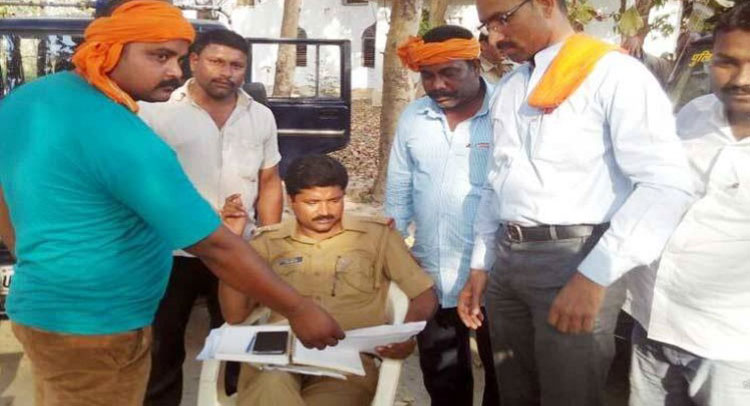 UP: हिंदू युवा वाहिनी ने धर्मांतरण पर काटा बवाल, बंद करवाई चर्च की प्रार्थना