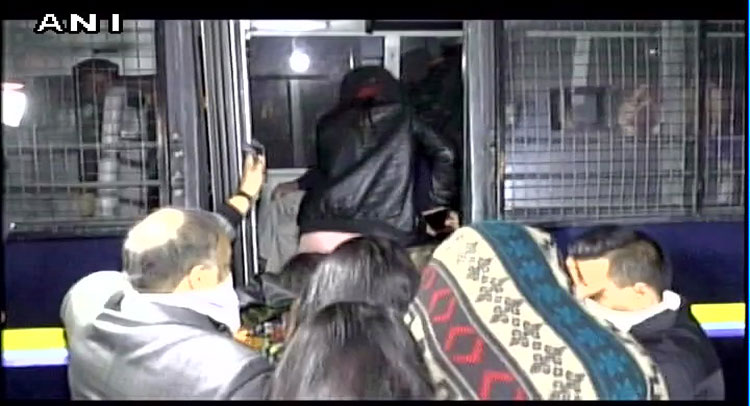 गुजरात: हाई प्रोफाइल शराब पार्टी पर रेड, पकड़े गए IPL के पूर्व कमिश्नर चिरायु अमीन