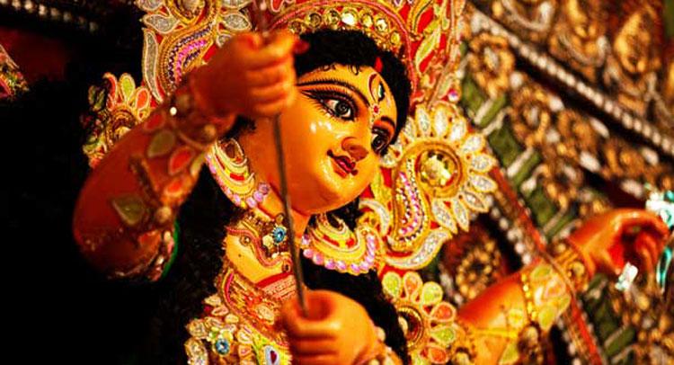 दुर्गा पूजा के मौके पर छोटे बंगाल के रूप में नजर आती है दिल्ली
