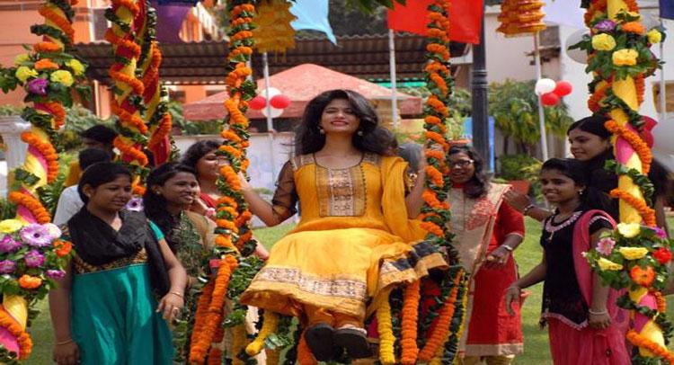 सारी परम्पराओं से परे होकर ओडिशा की महिलाएं मना रही हैं खुशियां, जानिए क्यों?