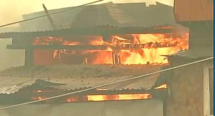J&K: श्रीनगर में 8 घरों में लगी भीषण आग, कोई हताहत नहीं