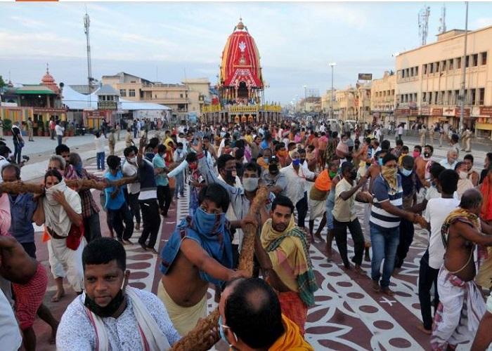 लॉकडाउन के बीच ऐसे निकली भगवान जगन्नाथ की रथ यात्रा, यहां देखें फोटो