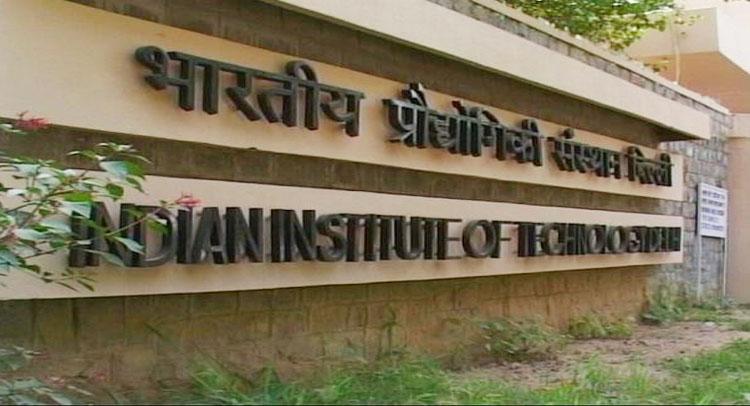 IIT छात्रों को बड़ा झटका, तीन गुना होगी सालाना फीस!