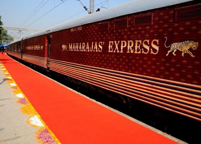 18 लाख रूपये की टिकट वाली इस शाही ठाठ ट्रेन का करिए तस्वीरों में दीदार....