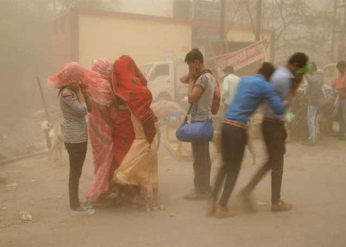 दिल्ली से लेकर UP तक आंधी-तूफान ने बरपाया कहर देखें PICS
