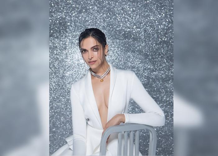 'सेक्सी आंटी' से 'वल्गर ड्रेस' तक...कुछ इस तरह किया गया Bollywood Actresses को ट्रोल, देखे तस्वीरें