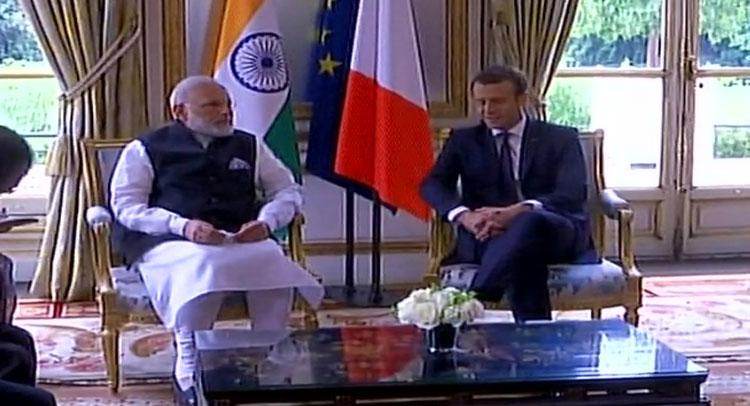 फ्रांस के राष्ट्रपति इमैनुएल मैक्रों से मिले PM मोदी, होगी अहम मुद्दों पर चर्चा