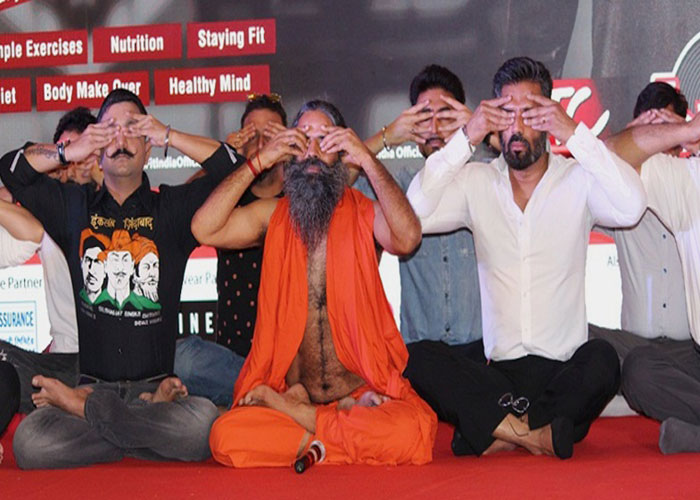 बाबा रामदेव और सुनील शेट्टी ने इस मिशन के लिए मिलाया हाथ, देखें pics