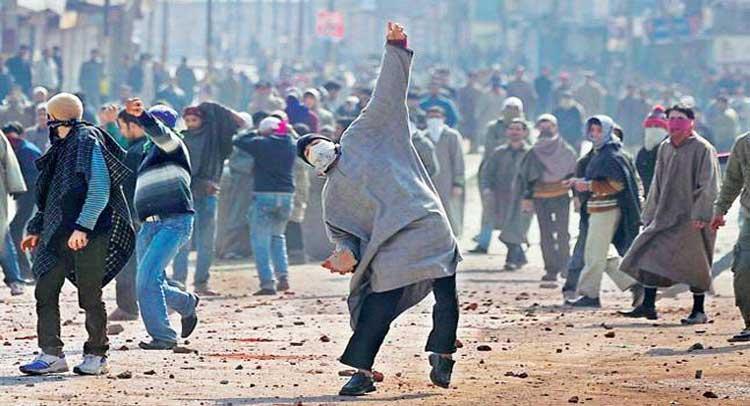 पत्थरबाजों पर जम्मू-कश्मीर सरकार मेहरबान