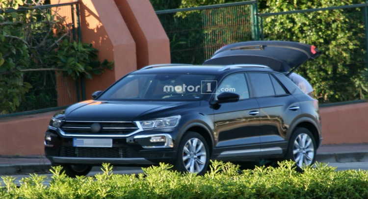 कैमरे में कैद हुई फॉक्सवेगन की नई SUV टी-रॉक, देखे यहां
