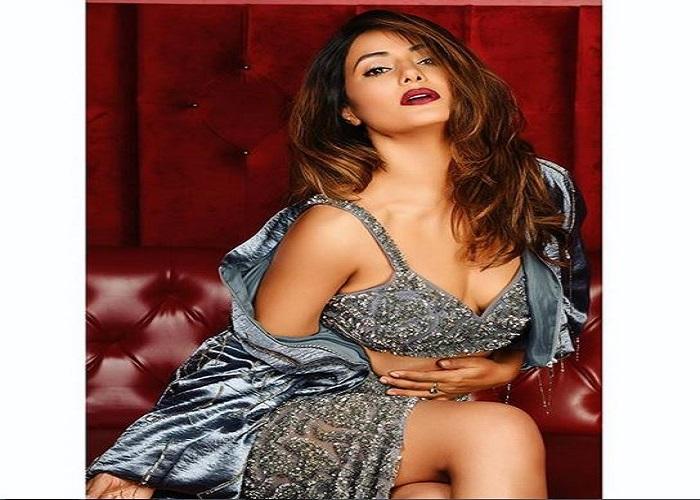हिना खान ने कराया बोल्ड फोटोशूट, तस्वीरों से देखें हिना की अदाएं...