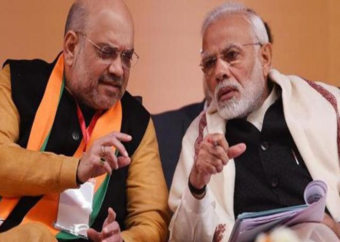 Narendra modi and amit sah in party office