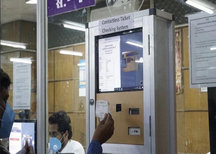 ट्रेन टिकट चेकिंग का नया सिस्टम हुआ शुरू , तस्वीरों में देखें कैसे करेगा ये काम....