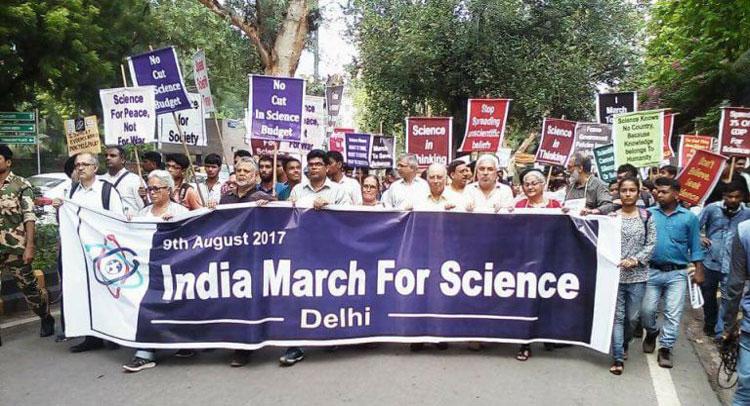मार्च फॉर साइंस:सरकार से मांग पूरी करवाने के लिए देश के वैज्ञानिकों का सड़क पर प्रदर्शन