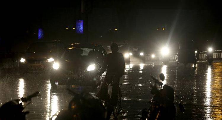 बारिश के बाद पूरे नोएडा में जल भराव और सड़को पर भीषण जाम