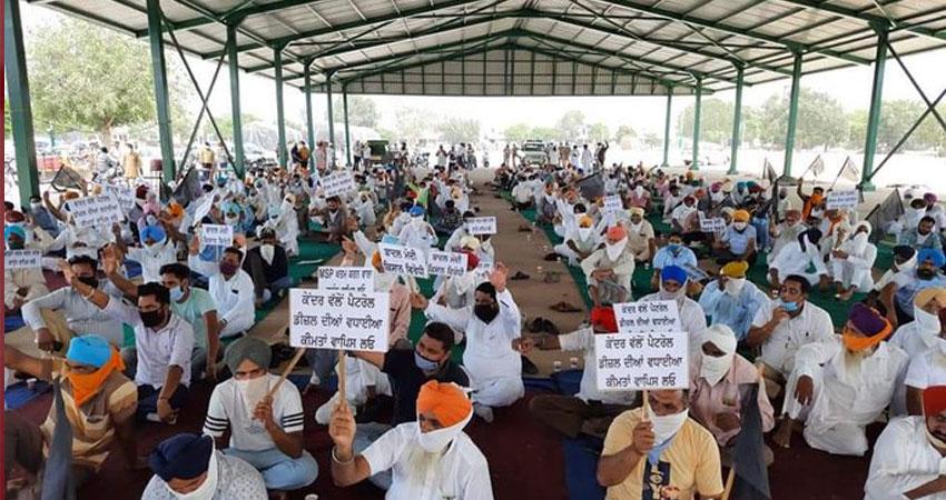 किसान आंदोलन के बीच आढ़तियों पर आयकर छापे, विरोध में बंद रहेंगी दुकानें