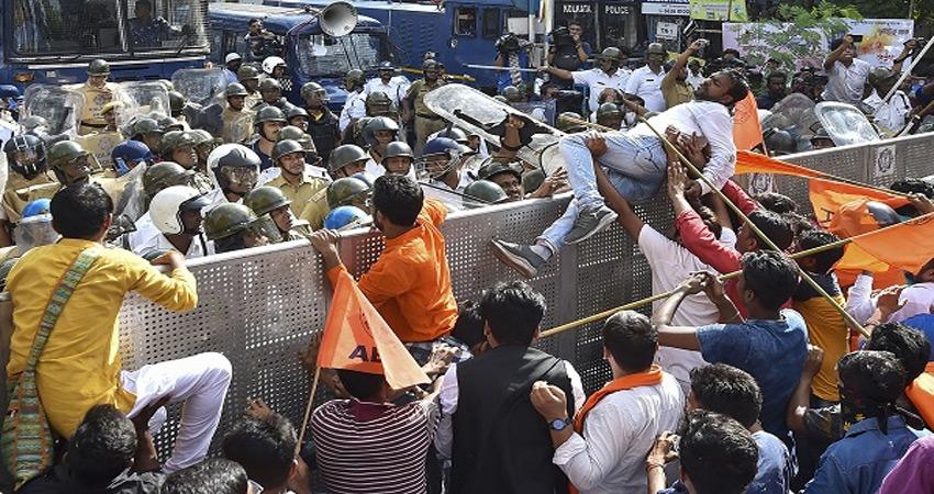 यादवपुर विवि मामला: ABVP कार्यकर्ताओं को पुलिस ने रोका, पुलिसकर्मी समेत 9 घायल