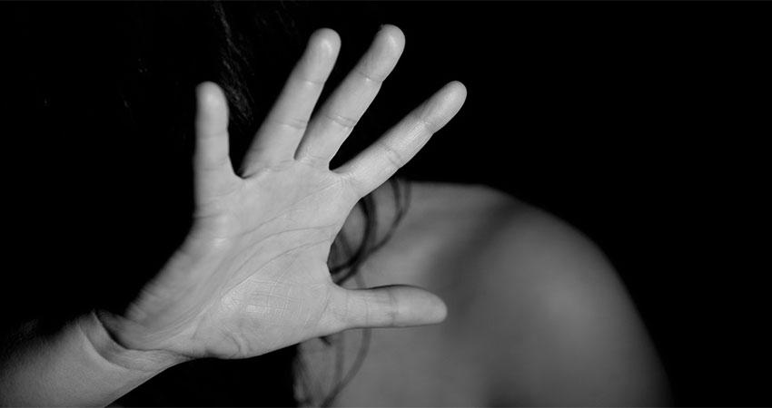 'ऊंचे लोगों' और 'राजनीतिज्ञों' द्वारा किया जा रहा महिलाओं का यौन शोषण