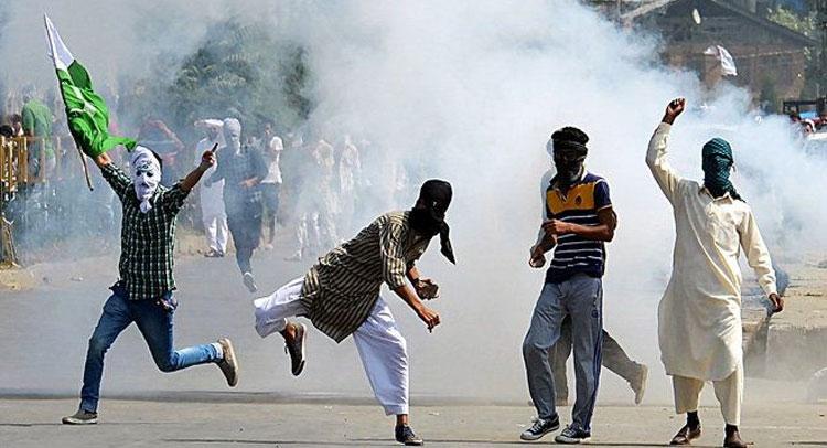 पुलवामा की बरसी पर कश्मीरी छात्रों ने लगाए ''पाकिस्तान जिंदाबाद'' के नारे, पिटाई