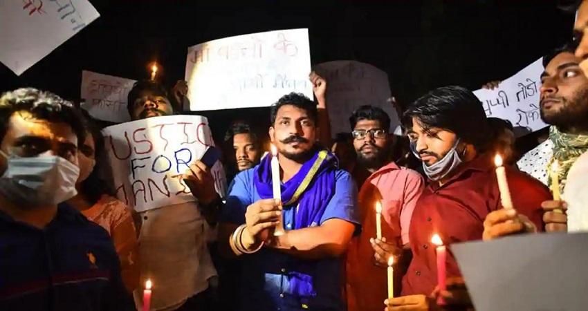 हाथरस कांड: सफदर जंग और इंडिया गेट पर देर रात तक हंगामा, रिंग रोड पर लेटे प्रदर्शनकारी