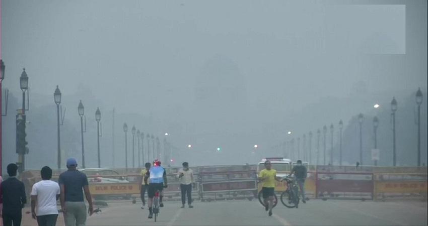 Delhi Pollution: जहरीली हुई दिल्ली की हवा! आपको कर सकती है बहुत बीमार, AQI 400 पार