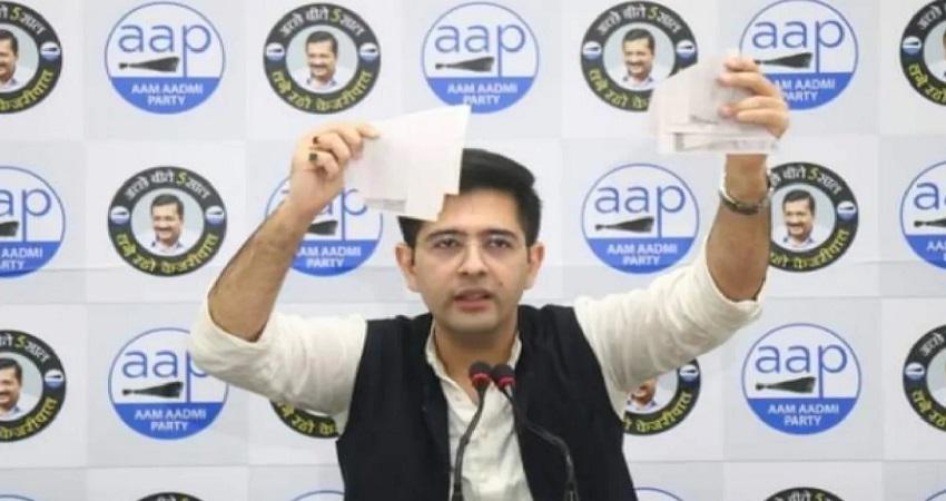 AAP विधायक ने फाड़ा रेलवे का नोटिस, कहा- किसी को बेघर नहीं होने देगी केजरीवाल सरकार