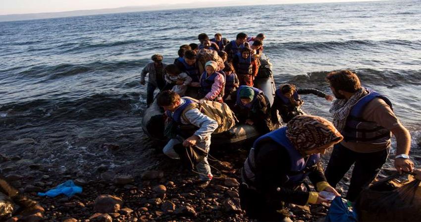 शरणार्थियों के 'बोझ' से दबती दुनिया
