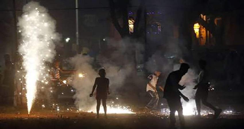 दिल्ली सरकार ने पटाखे जलाने के खिलाफ छात्रों को जागरूक करने का दिया निर्देश