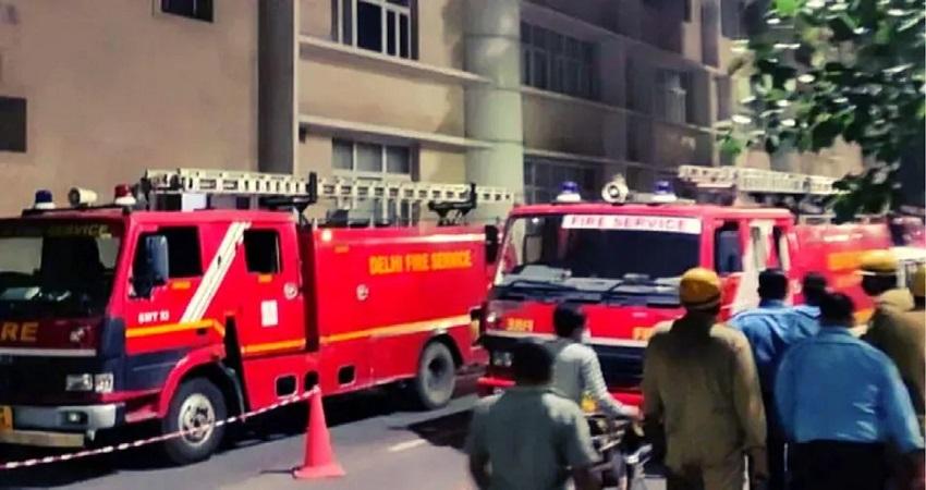 दिल्ली एम्स में देर रात लगी आग, दमकल की 20 गाड़ियों ने पाया काबू