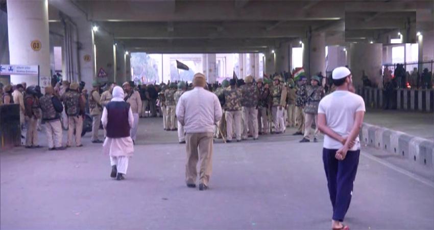 जाफराबाद में CAA के खिलाफ महिलाओं का प्रदर्शन जारी, मेट्रो स्टेशन बंद