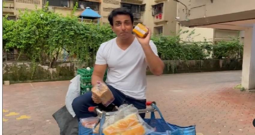 सोनू सूद ने खोला नया सुपरमार्केट, VIDEO में देखें- साइकिल पर बेच रहे अंडा और ब्रेड