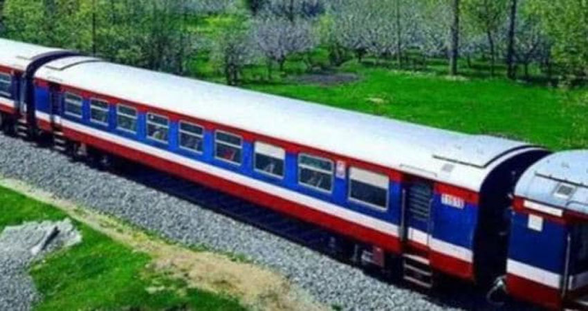 कश्मीर में तेजी से हालात हो रहे सामान्य, आज से रेल सेवा शुरु