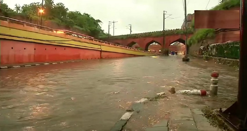 Delhi Weather Updates: राजधानी में झमाझम बारिश, कई जगह जलभराव की समस्या