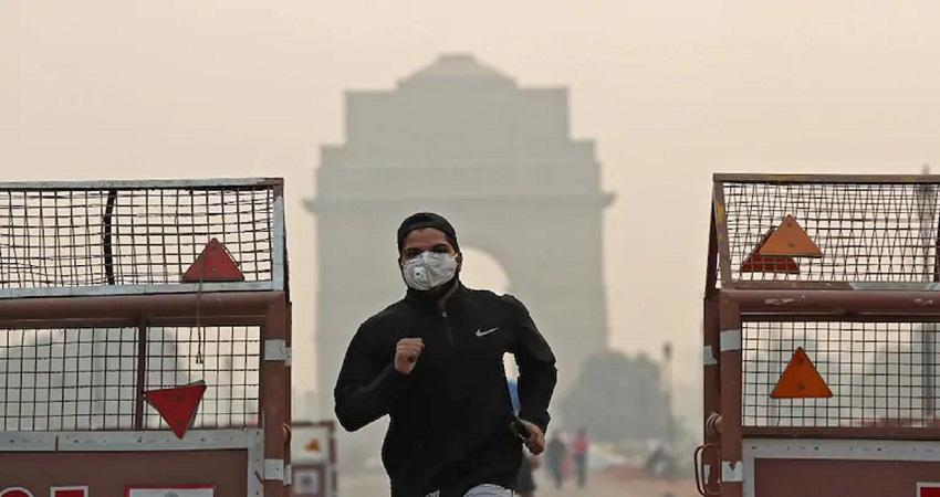 Delhi Weather Updates: आज सुबह घने कोहरे की चादर में लिपटी दिल्ली, AQI बहुत खराब स्तर पर