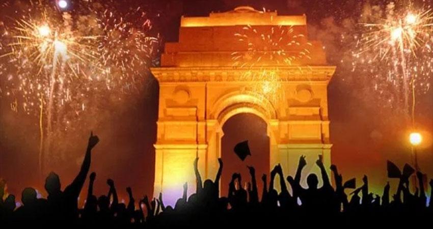 New Year 2020: पुलिस के कड़े इंतजाम के बीच नए साल के जश्न में डूबी दिल्ली