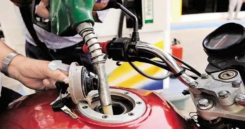 Petrol Diesel Price: तेल के बढ़ते दामों के बीच आज कुछ राहत, जानें क्या है कीमत