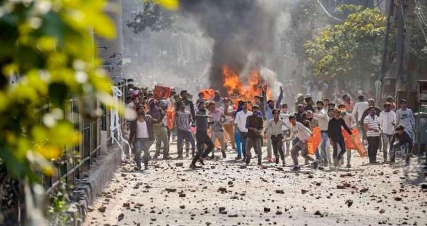 दिल्ली दंगा: फर्जी संदेशों को कैसे बनाया गया हथियार, चार्जशीट में खुलासा
