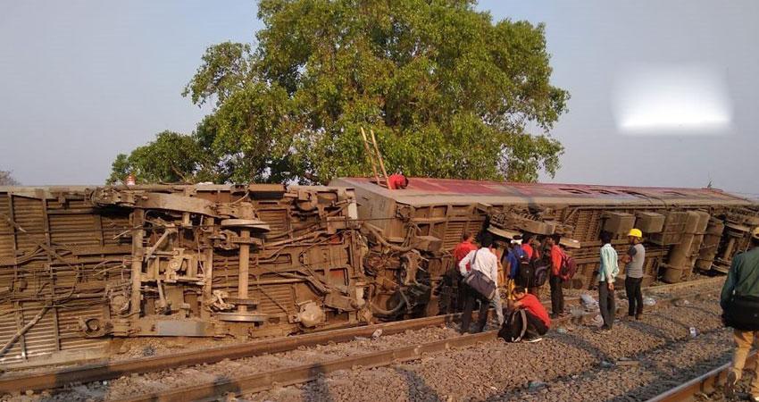 कानपुर: पूर्वा एक्सप्रेस के 12 डिब्बे पटरी से उतरे, 20 लोग जख्मी