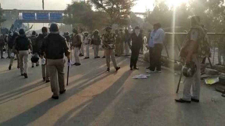 कोरोना कहर के बीच दिल्ली पुलिस ने शाहीन बाग प्रदर्शनस्थल को कराया खाली